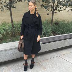 Как одеваются девушки осенью: 70 образов с пальто из Instagram