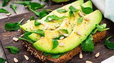 8 хитростей для любителей авокадо - Хотя историческая засуха в Калифорнии наверняка поднимет их цену на новый уровень, популярность авокадо от этого все равно не пострадает. И не случайно: этот кремовый зеленый фрукт, содержащий мононенасыщенные жиры, клетчатку,