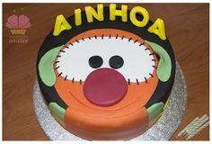 Pocos tienen la suerte de festejar el cumple dos veces, y y menos aún con dos pasteles!!!!… después de un sábado de amigos y Minnie!! viene un domingo en familia con Mic!! y la pequeña Ainhoa…