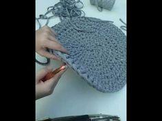 Acabamento na base, para subir o cesto feito de crochê com fio de malha - YouTube Crochet Purses, Crochet Hats, T Shirt Yarn, Crochet Videos, Learn To Crochet, Fingerless Gloves, Arm Warmers, Free Pattern, Base