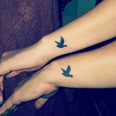 95 Popular Dove Tattoos (with Meaning) - Wild Tattoo Art Side Tattoos, Lower Back Tattoos, Small Tattoos, Tatoos, Airbrush Tattoo, Mother Daughter Tattoos, Tattoos For Daughters, Mini Tattoos Ideas, Tattoo Ideas