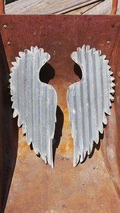 This is a Vintage Style Up-cycled old Corrugated Metal Set of two Wings Has been cut out of vintage barn tin. Sheet Metal Crafts, Sheet Metal Art, Scrap Metal Art, Metal Yard Art, Metal Tree Wall Art, Metal Artwork, Barn Tin, Corrugated Tin, Corrugated Roofing