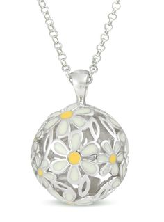Just because it's autumn, doesn't mean you can't enjoy daisies in bloom! This 925 Sterling Silver necklace is only £58.50 at Mysphereoflife.com