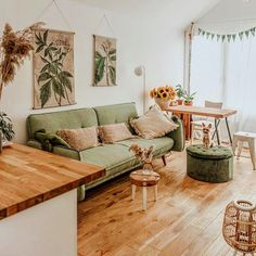 Bohemian Latest And Stylish Home decor Design And Life Style Ideas – Interior 2020 Home Living Room, Interior Design Living Room, Living Spaces, Green Living Room Furniture, Green Living Rooms, Dog Spaces, Green Sofa, Stylish Home Decor, Home And Deco