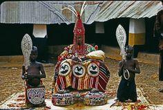 The Art And Architecture Of Yorubaland! - Culture (6) - Nigeria. Another Deji of Akure (Oba Ademuwagun Adesida II) in 1959. Note the beaded robe as well as the beaded crown (Ade Ileke).