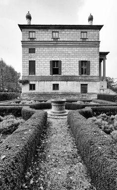 Villa Foscar by Palladio, La Malcontenta side view