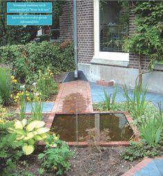 Inspiratie: Afgekoppelde regenpijp. Het water mag wegstromen en in de grond zakken.