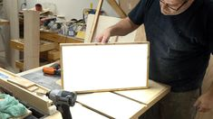 How to make a super bright battery powered LED light panel. Table Saw Sled, A Table, Homemade Machine, Neon Box, Led Light Box, Diy Light, Battery Powered Led Lights, Deco Led, Box Joints