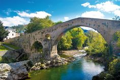 For lovers of rural tourism and the mountain, the Picos de Europa are one of the best destinations to travel in rent or carriage rides. Portugal, Asturias Spain, Travel Route, Tourist Spots, Spain Travel, Amazing Destinations, Abandoned Places, Landscape Photography, Traveling By Yourself