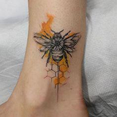 21 Bee Tattoo Designs - CherryCherryBeauty