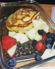 snack für die uni #quarkkeulchen #alpro #alprogoon #muscle #vegan #veganlove #veganfit #lowcarb #foodporn #behealthy #healthylifestyle #blueberries #honigmelone #strawberries #yummy #energiefürdenkopf #fitfürdentag #beforesport #pictureoftheday #photooftheday by bella_feller590