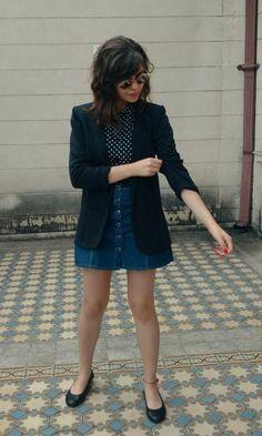 Look saia jeans de botão + camisa de poá