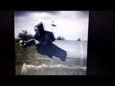 The farmer makes a scarecrow like a scarecrow in a screaming horror movie. Even more frightening, this scarecrow seemed to be flying over the win. Scream, Make A Scarecrow, Thug Girl, Awesome Woodworking Ideas, Law Of Attraction, Attraction Quotes, Horror Movies, Scary, Farmer