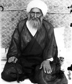 Diya' al-Din 'Iraqi (b.1278/1861 - d.1361/1942), famous as Aqa Diya 'Iraqi, great shi'a jurist and expert in Usul al-fiqh (principle of jurisprudence) in 14th century was born in Sultanabad, Arak, Iran. He immigrated to Isfahan and then Najaf and was student of Sayyid Muhammad Fisharaki, Akhund Khurasani, Sayyid Muhammad Kazim Yazdi. #Islam #Sufism #Esoterism #Mysticism #Spirituality #God #Religion #Allah #Shiism