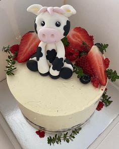 Cow Cake Design Images (Cake Gateau Ideas) - 2020 26 Birthday Cake, Cow Birthday Parties, Pretty Birthday Cakes, Cow Cakes, Girl Cakes, Cupcake Cakes, Cake Designs Images, Creative Cakes, Shower Cakes