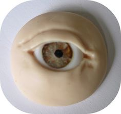 simple eye sculpt with embedded eyeballs