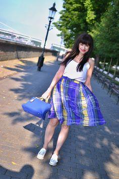 http://www.katharine-fashionisbeautiful.blogspot.sk/2015/08/kedykolvek-chcem.html Katarína Jakubčová_Fashion blogger_Károvaná sukňa_Biele mokasíny_white_loafers_skirt_Summer_Style_Outfit_look_woman