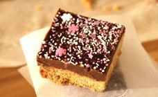 This economical Weetbix slice is great for those on a budget. You can pop it into lunchboxes and the chocolate icing will make you feel rich!!  Find more on Kidspot, New Zealand's recipe finder.