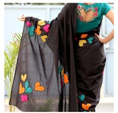 Patchwork clothes appliques new Ideas Embroidery Suits, Embroidery Fashion, Saree Painting Designs, Kerala Saree Blouse Designs, Sari Design, Stylish Blouse Design, Stylish Sarees, Elegant Saree, Patchwork Dress