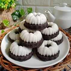 11 Resep camilan unik & enak temani libur long weekend Instagram/@genikayu @isty_saricakes Cake Recipes, Snack Recipes, Dessert Recipes, Cooking Recipes, Indonesian Desserts, Indonesian Food, Indonesian Recipes, Asian Cake, Pastel Cakes