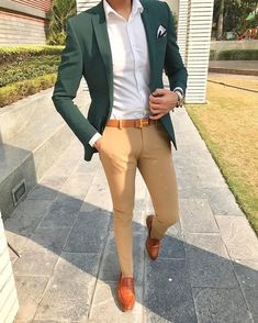 Men Suit's - Stylish Formal Men Work Outfit Ideas To Change Your Outfit Hombre Formal, Formal Men Outfit, Semi Formal Outfits, Green Suit Jacket, Blazer Outfits Men, Men Blazer, Green Blazer Mens, Tan Pants Outfit, Black Shirt Outfit Men
