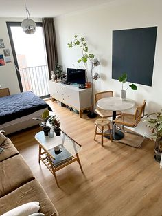 Small Space Squad Home Tour: Inside the Carefully Curated Amsterdam Studio Apartment of Karst Rauhé Studio Apartment Living, Studio Apartment Layout, Small Apartment Interior, Small Apartment Design, Studio Apartment Decorating, Studio Living, Small Apartments, Small Spaces, Apartment Ideas