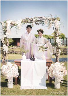 한복 Hanbok : Korean traditional clothes[dress]  | #Wedding Korean Traditional Dress, Traditional Fashion, Traditional Wedding, Traditional Dresses, Korean Wedding Traditions, Hanbok Wedding, Korean Accessories, Korea Dress, Korean Hanbok