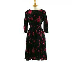 "50s rose print dress Features a large roses print in red, pink, green and black. #80sdress #vintagefashion #vintage #retro #vintageclothing #80s #1980s #vintagedress <link rel=""canonical"" href=""http://www.blue17.co.uk/>"