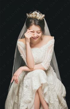 Different Styles Of Wedding Dresses. There are several designs of bridal gown, practically as many styles of wedding dresses as there are shapes of women. Pre Wedding Photoshoot, Wedding Poses, Wedding Veils, Wedding Couples, Wedding Ideas, Korean Wedding Photography, Kings & Queens, Elegant Wedding Dress, Wedding Bridesmaids