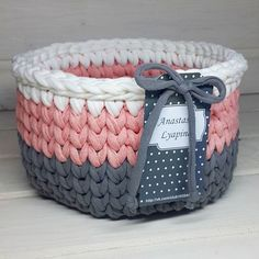 Crochet t-shirt yarn basket Crochet Bowl, Love Crochet, Crochet Yarn, Crochet Stitches, Crochet Patterns, Crochet Ideas, Crochet Crafts, Yarn Crafts, Crochet Projects