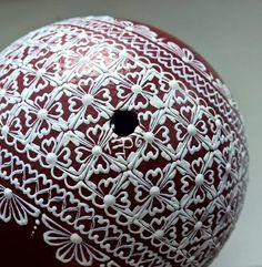 Pštrosí kraslice - detail signace Egg Shell Art, Mandala Painting, Egg Art, Egg Shells, Easter Eggs, Christmas Bulbs, Patterns, Holiday Decor, Crafts