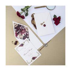 Convite, envelope e lacre  Vanessa & Giuseppe |  Foto @annalara + @amandamendonca | Id visual @bodadesign . Gráfica @grafambh #weddinginvitation #bodadesign #identidadevisual #visualidentity