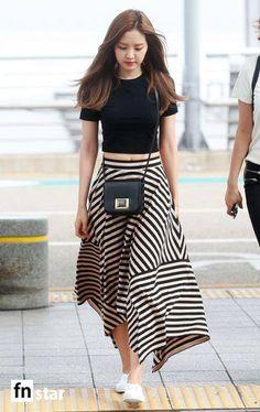 Black Plain Tee Airport Fashion of A Pink Naeun