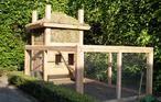 Kippenhok gemaakt naar het model van een Sallandse Hooiberg. Het dak is gemaakt van Sedum.