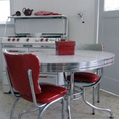 Retro Dinette Set and Stove Kitchen Retro, Red Kitchen, Retro Kitchens, Retro Kitchen Tables, Kitchen Nook, Vintage Table, Vintage Decor, 1950s Decor, Retro Vintage