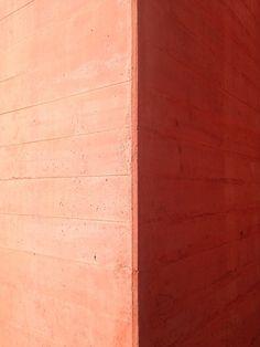 Eduardo Souta de Moura, Casa das Histórias, Cascais, Portugal // Red boarder marked concrete