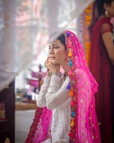 Silk Kurti Designs, Kurta Designs Women, Choli Designs, Bridal Mehndi Dresses, Bridal Outfits, Pakistani Dress Design, Pakistani Outfits, Pakistani Girl, Ceremony Dresses