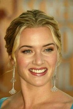 Kate Winslet: one of my girl-crushes.which has been ongoing for about 20 years now. She is SO drop dead gorgeous! Beautiful Celebrities, Most Beautiful Women, Beautiful People, Beautiful Actresses, Kate Winslate, Leo And Kate, Hollywood, Foto Art, Up Girl
