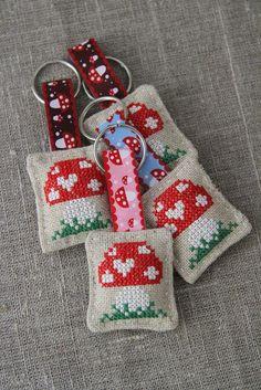 Cross-stitched toadstool, mushroom, linen key ring, keychain , small gift - by Plushka on madeit