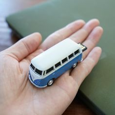 The perfect gift for your father! Classic 1963 T1 van 🚌32GB USB flash drive in iconic blue colour. #vwt1bus #campervan #vwt1lovers #t1bus #usbflashdrive #vwbus T1 Bus, Campervan, You Are The Father, Usb Flash Drive, Colour, Classic, Gifts, Blue, Stuff To Buy