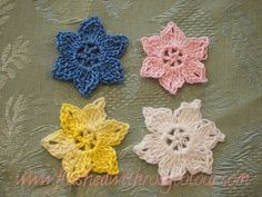 Flushed with Rosy Colour: Heather's Flower, free pattern. ﻬஐCQஐﻬ #crochet #spring #crochetflowers #flowers  http://www.pinterest.com/CoronaQueen/crochet-leaves-and-flowers-corona/