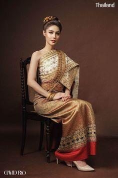 Traditional Thai Clothing, Traditional Dresses, Ethnic Fashion, Asian Fashion, Thai Brides, Thai Wedding Dress, Thai Dress, Ball Gowns, Fashion Dresses