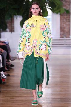 Sfilata Valentino New York - Pre-collezioni Primavera Estate 2018 - Vogue