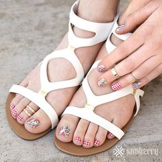 Is this not the cutest combination for a summer picnic pedicure?!
