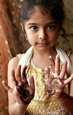 reisen nach indien kind henna tattoo