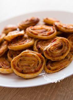Slaní šneci z listového těsta Sausage, Pizza, Meat, Nova, Sausages
