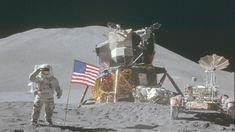Nasa zet duizenden foto's die Apollo-astronauten hebben gemaakt tijdens hun missie naar de maan online! - 'Theaters Tilburg en de Bibliotheek Tilburg Centrum werken samen rondom het Ruimtevaartcollege van André Kuipers'.