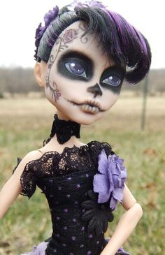 Monster High Custom Repaint Made to Order For by AdeCiroDesigns Custom Monster High Dolls, Monster Dolls, Monster High Repaint, Custom Dolls, Monster Girl, Ooak Dolls, Blythe Dolls, Art Dolls, Barbie Dolls