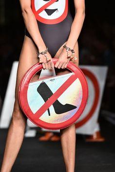 N?o use sapatos de salto... http://shoecommittee.com/blog/2016/4/8/no-use-sapatos-de-salto