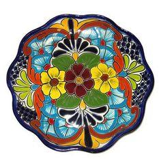 10 Pines más para tu tablero Platos talavera Painted Plates, Hand Painted Ceramics, Mexican Ceramics, Talavera Pottery, Mexican Designs, Italian Pottery, Pottery Plates, Mexican Folk Art, Pottery Painting